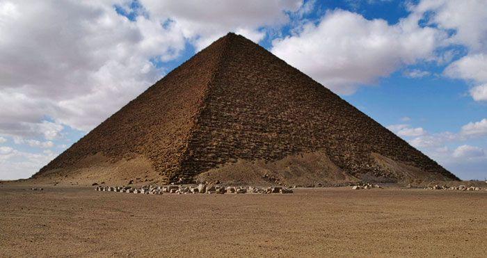 La Pirámide Roja